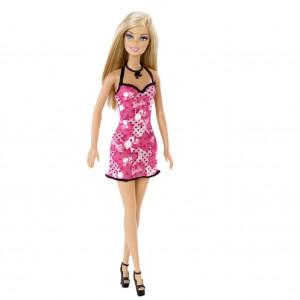 Barbie – Modedocka. Barbiedocka med klänning, skor och halsband. Rosa klänning